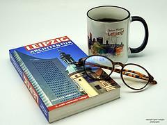 Mein Leipzig (ingrid eulenfan) Tags: 2019 kaffeepause pausecafé coffebreak 365project kaffee coffee cup coffeepot tasse coffeetogo 30mm sony sonyalpha6000 brille buch glasses book