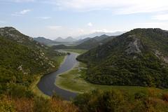 Blick ins Tal des Rijeka Crnojevića, der dem Skutarisee (Shkodrasee) zufließt