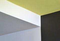 Deckensturz 2  2018 (HolgerArt) Tags: bauhaus dessau unescounescoweltkulturerbe weltkulturerbe gropius deckensturz farbe winkel abstrakt ceiling fall colour corner abstract