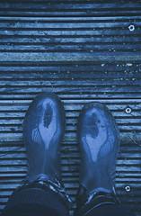 bottes (Chocolatine photos) Tags: nature froid bottes bleu bois extérieur reflet symétrie photo pdc photographesamateursdumonde plongée nikon naturebynikon flickr makemesmile minimaliste