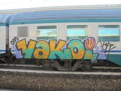 731 (en-ri) Tags: vakoi nofx nero giallo verde rosa faccina smile train torino graffiti writing ong