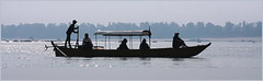 Mekong river's song / Glissade tranquille (rs.Sophie) Tags: cambodia eos mékong mekong mekongriver center silhouette silhouet shadow ombre canon river outside outdoor ramer avancer togo go chapeau rive rivage