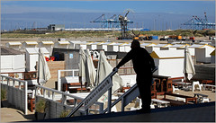 Sur la plage de Zeebruges, Belgium (claude lina) Tags: claudelina belgium belgique belgië zeebruges mer sea merdunord noordzee bruges plage sable cabine grues port haven digue