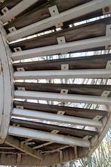 Dessous d'escalier (Sokleine) Tags: dessous sous under escalier stairs béton concrete levallois 92300 france 1mois 1thème outdoor marches steps metallic métal
