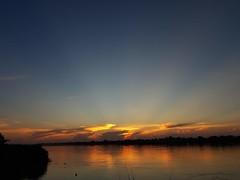 Sunset over Mekong 2018-11-16 3 (SierraSunrise) Tags: esarn isaan mekong mekongriver nongkhai phonphisai rays reflections rivers skies sky sunrays sunset thailand water