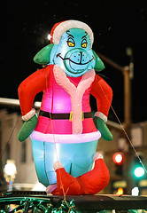 Mr Grinch (wyojones) Tags: wyoming cody christmasparade sheridanavenue snow cold sidebyside sxs offroadvehicle utv rov lights christmasseason parade grinch balloon wyojones