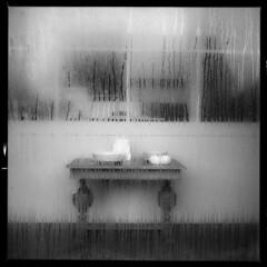 Fejø (tiltdesign2016) Tags: ilfordilfosol319 ilfordhp5400asa 400800 analogphotography bw dänemark denmark canoncanoscan9000f mittelformat fejø fejo yashicamat124g window fenster