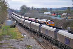 Passing Hoppers (JohnGreyTurner) Tags: br rail uk railway train transport diesel engine locomotive 66 class66 shed emd freight coal hoppers brocklesby lincolnshire