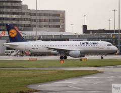 Lufthansa A320-211 D-AIQF taxiing at MAN/EGCC (AviationEagle32) Tags: manchester man manchesterairport manchesteravp manchesterairportatc manchesterairportt1 manchesterairportt2 manchesterairportt3 manchesterairportviewingpark egcc cheshire ringway ringwayairport runwayvisitorpark unitedkingdom uk airport aircraft airplanes apron aviation aeroplanes avp aviationphotography avgeek aviationlovers aviationgeek aeroplane airplane planespotting planes plane flying flickraviation flight vehicle tarmac lufthansagroup lufthansa staralliance airbus airbus320 a320 a320200 a322 a320211 daiqf
