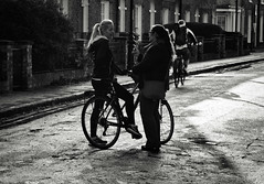Meeting (Bury Gardener) Tags: bw blackandwhite britain monochrome mono england eastanglia uk streetphotography street streetcandids snaps strangers candid candids people peoplewatching folks 2018 nikond7200 nikon cambridgeshire cambridge