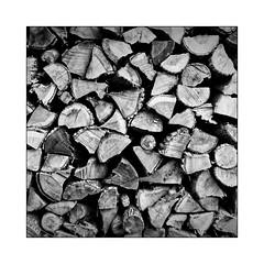 Carré de bois (Jean-Louis DUMAS) Tags: bois stère bw nb noireblanc noiretblanc blackandwhite frame art artiste square hdr