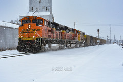 Playing in the snow. (Machme92) Tags: bnsf burligrton bn emd railroad railfanning railroads railfans rails rail row railroading railfan snow winter wintertime coal nikon nikond7200