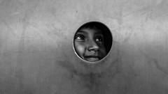 Francisco Jugando (ivnpourtous) Tags: portraits retrato retratos portrait portraiture nikon cdmx caravanamigrante niñosmigrantes niños niño children child kids