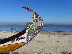Dans la Ria d' Aveiro (Armelle85) Tags: extérieur nature lagune ria aveiro portugal eau pêcheur bateau moliceiro proue peinture sable