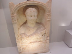 Bust of musician in a niche,  (with lute?)   CaixaForum, Madrid, June 2018 (d.kevan) Tags: exhibitions caixaforum ancientinstruments displaycabinets june2018 madrid spain exhibits musicians figure lute niche