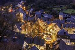 Village de Monschau (nietsab) Tags: monschau montjoie village landscape paysage nuit night marché de noël allemagne nietsab canon 600d