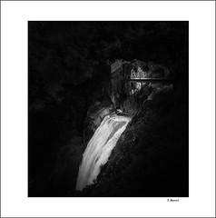 The dilemma (tmuriel67) Tags: cascada arribesdelduero waterfall blackwhite dark pozodeloshumos