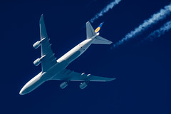 Lufthansa Boeing 747-830 D-ABYD (Thames Air) Tags: lufthansa boeing 747830 dabyd contrail telescope dobsonian contrails overhead vapour trail