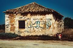 Old House... (hobbit68) Tags: canon haus house graffiti gras gebäude tonne ziegelstein ziegel fensterbank fenster windows himmel sky sonnenschein sonne spanien strand sun sunshine spain sommer summer espagne espanol espana andalusien andalucia