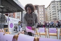 La ciudadanía escenificando el vacío de las casi 50 mujeres asesinadas en 2018.