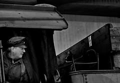 Der Dampflokführer (Jose Maria Photo-Art) Tags: dampflokführer monochrom mann peopel person lokführer schwarz streetfotografie sw licht light luz