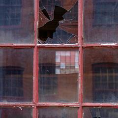 (jtr27) Tags: dscf8530xl jtr27 fuji fujifilm xt20 xtrans vivitar komine 55mm f28 macro manualfocus minoltamount red square window reflection broken glass portland maine