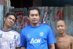 men with a former monk (the foreign photographer - ฝรั่งถ่) Tags: sep252916sony three men former monk khlong bang bua portraits bangkhen bangkok thailand nikon d3200