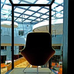 Le Havre - Bibliothèque Oscar Niemeyer (pom'.) Tags: panasonicdmctz101 lehavre 76 seinemaritime normandie france europeanunion architecture augusteperret oscarniemeyer 20thcentury 100 may 2018 seat chair library