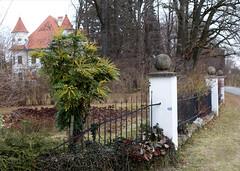 THE FENCE & THE MEMORIES (LitterART) Tags: fence zaun castle schloss memories steiermark österreich mahonie altenberg austria styria insurance verletzung