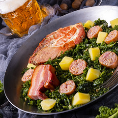 delicious kale Pan with pinkel and kassler (Blog Du Hí) Tags: restaurants gruenkohl green kale bio fresh background oldenburg pinkel food brassica meat kitchen smoked sausage potatoes raw plate plants winter north herb dinner crop cooked frost specialty hearty grow germany bowl vitamin garden healthy pan vegetables detail leaf vegetable german smokedsausage oleracea smokedporkchop mettwurst frisian traditional autumn northern grunkohl