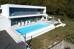 Sadifel Sarl Pool68 gehört zur TOP 10 des bsw-Awards 2018 in der Kategorie Private Badelandschaft im Freien - Medium. (Bundesverband Schwimmbad & Wellness) Tags: bswaward bundesverband schwimmbad wellness top 10 schwimmbäder pool pools