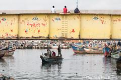 Elmina dock (10b travelling / Carsten ten Brink) Tags: 10btravelling 2017 africa african afrika afrique carstentenbrink elmina genericplaces ghana ghanaian goldcoast gulfofguinea iptcbasic oldtown otherkeywords places westafrica boats bridge coast fishmarket fishermen harbour market shore tenbrink