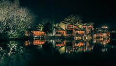 烏鎮的夜 (lwj54168) Tags: 上海 夜 夜晚 夜景 倒影 城市 光 湖 影 night city 房子 烏鎮