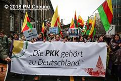 Demonstration: Der Wunsch nach Freiheit lässt sich nicht verbieten! – 01.12.2018 – Berlin - IMG_9899 (PM Cheung) Tags: 25jahrepkkverbot ypg kurden polizei polizeigesetze berlin derwunschnachfreiheitlässtsichnichtverbieten derwunschnachfreiheitlässtsichnichtverbietengemeinsamgegenpolizeigesetze pkkverbotundnationalismus bundesweitedemonstration interventionistischelinke kurdistan rojava türkei 01122018 demonstration demo pag polizeiaufgabengesetz kurdendemonstration pmcheung protest repression überwachung bundesinnenministerhorstseehofer kundgebung 2018 protestfotografie pomengcheung mengcheungpo auftaktkundgebung wwwpmcheungcom aufhebungpkkverbot afd facebookcompmcheungphotography polizeistaat arbeiterparteikurdistans protestveranstaltung rotehilfeev partiyakarkerênkurdistanê ernk bundesinnenministerrudolfseiters auseinandersetzungen rangeleien diepkkgehörtzudeutschland serihilde