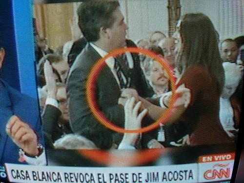 La Casa Blanca de Trump suspende pase de prensa del reportero de CNN Jim Acosta