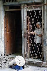 _DSC6503_DxO (sabsaka) Tags: cuba havane cubain rue d700 nikon street solitude porte voyage