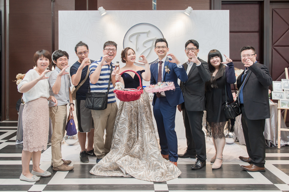台南東東宴會式場 婚宴 走在幸福的紅毯上 R & B 160