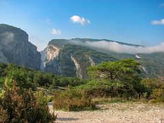 Verdon (balese13) Tags: canon s3is verdon bleu buisson ciel gorge montagne nuage paysage powershot verdure vue 50100fav 1000v40f