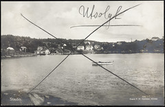 Postkort fra Agder (Avtrykket) Tags: bolighus brygge båt hus motorbåt postkort sjø uthus arendal austagder norway nor