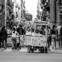 Palermo 16/11/18 (Giulio Marguglio) Tags: canon750d canon blackandwithe biancoenero tourist turismo ambulante bancarella sicily sicilia palermo