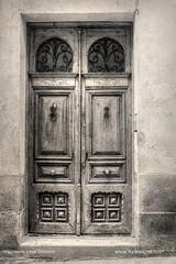 Beautiful door (ILO DESIGNS) Tags: puerta door house traditional tradicional old time antiguo retro vintage blackandwhite texturing fotografíadeautor fineart architecture arquitectura urbana urban europe spain españa 18105 d3300 2018 avila
