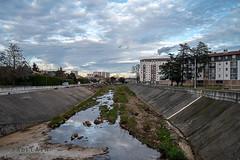 Alès Pres st jean-8812 (YadelAir) Tags: alès immeuble destruction pelleteuse débris démolition rue noiretblanc habitat hlm