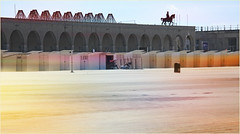 Galeries royales et statue équestre Léopold II et cabines sur la plage d'Ostende, Belgium (claude lina) Tags: claudelina belgium belgique belgië ostende mer sea plage beach merdunord noordzee sable cabine galerie statue galeriesléopoldii