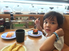 2016-09-25 19.34.29 (jccchou) Tags: okinawa 沖繩 琉球 japan caroline girl kids children portrait food eating