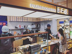 Wow didn't know they have a shop here! So wanna try but will they go well with dirt martini? #fujimidorayaki #dorayaki #sweets #japanesefood