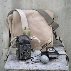 Extreme photo bag! (Listenwave Photography) Tags: survivalbag belt tapeten artdeco rolleicord photobag bag domke listenwavephotography