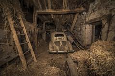 _DSC0544 (Foto-Runner) Tags: urbex lost decay abandonné car voiture épave 4cv renault