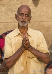 Varanasi (Rolandito.) Tags: asia inde indie indien varanasi benares ganges ganga river man portrait praying