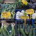 Frischer Lauch, Fenchel, Gurken und Frühlingzwiebeln auf dem Markt in Rom
