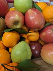Friday Fruit (earthdog) Tags: 2018 googlepixel pixel androidapp moblog cameraphone work office food edible fruit orange apple